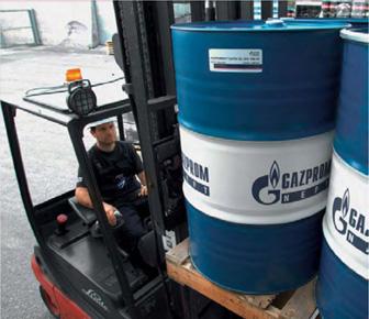 Погрузка масла компанией Газпром нефть смазочные материалы